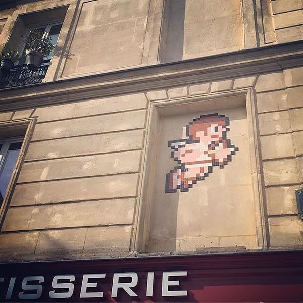 Love is in the air #PA_1218 #spaceinvader #paris #streetart