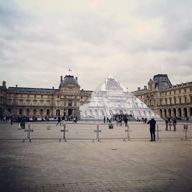 Un peu plus à gauche #anamorphose #louvre #paris